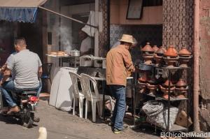 Puesto de Tajines en las calles de Marrakech